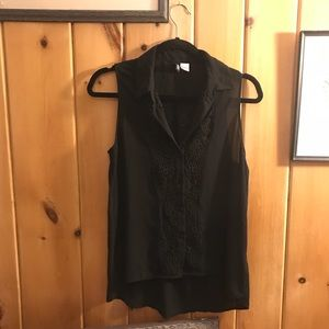 H&M black sleeveless collared button down shirt